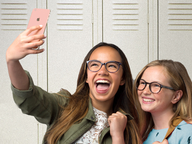 5 Tips to Snap the Perfect Selfie, Even in Your Glasses